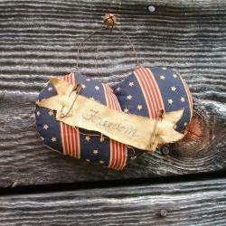 Primitive Americana Heart - July 4 Decoration - Wall Hanging or Door Greeter